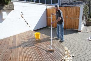 Pflege Von Holzterrassen Terrassenol Fur Holzterrassen